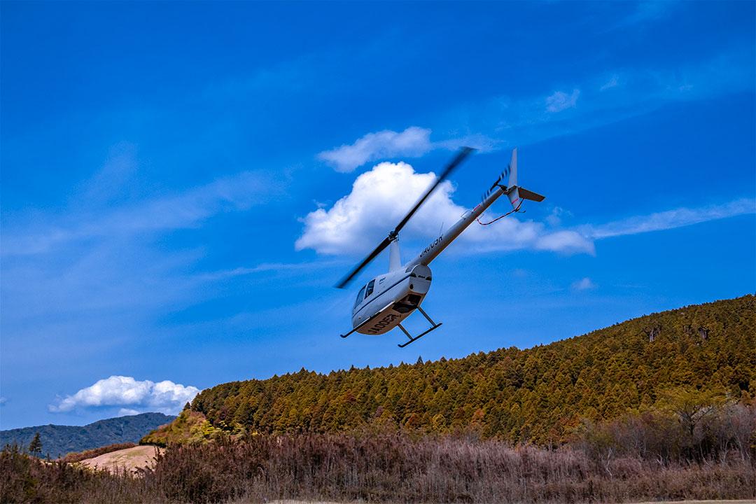 箱根ヘリポートを離陸するヘリコプター