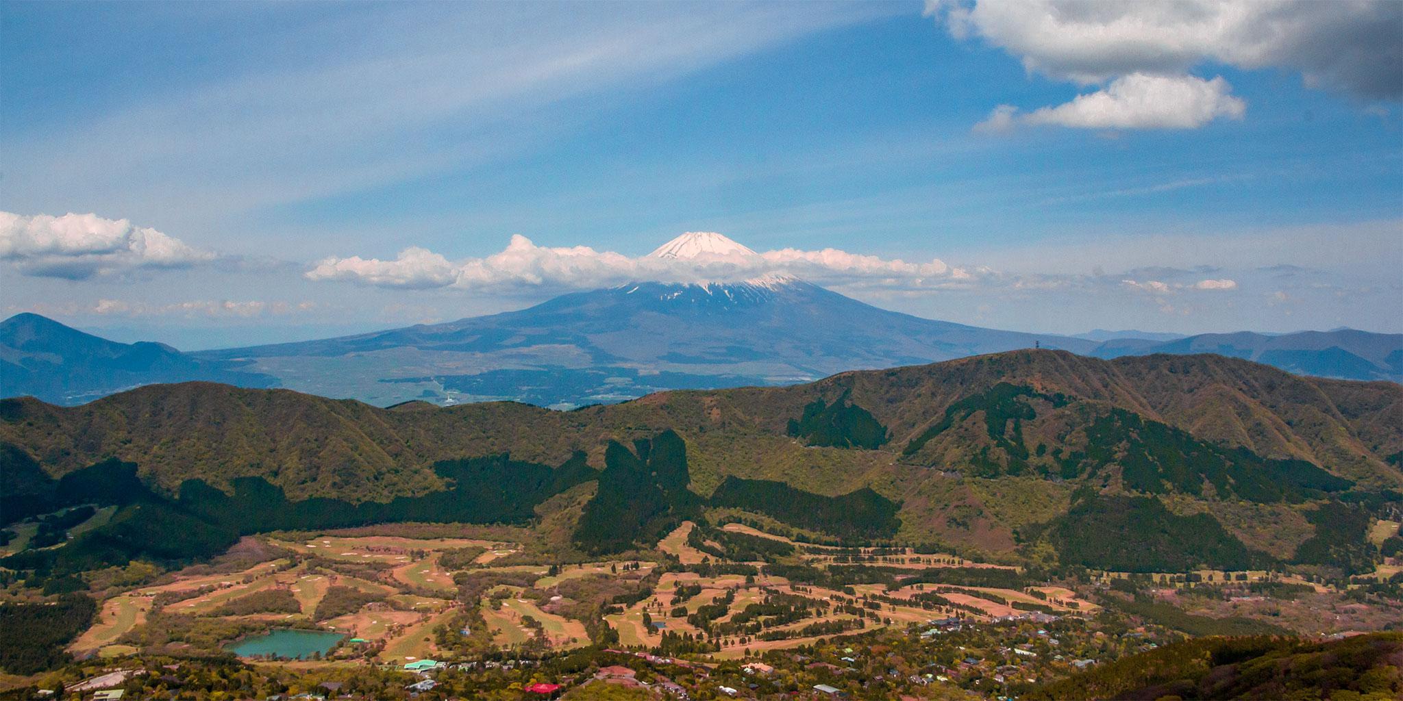 ヘリコプターから眺める富士山、箱根仙石原