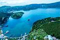 ヘリコプターから眺める芦ノ湖と海賊船