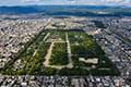 ヘリコプターで京都市内上空から見た御所