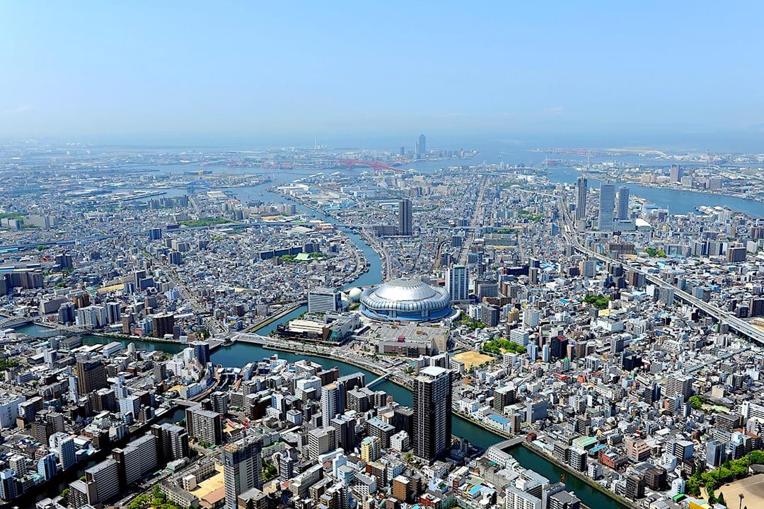 ヘリコプターで大阪上空から見る大阪城