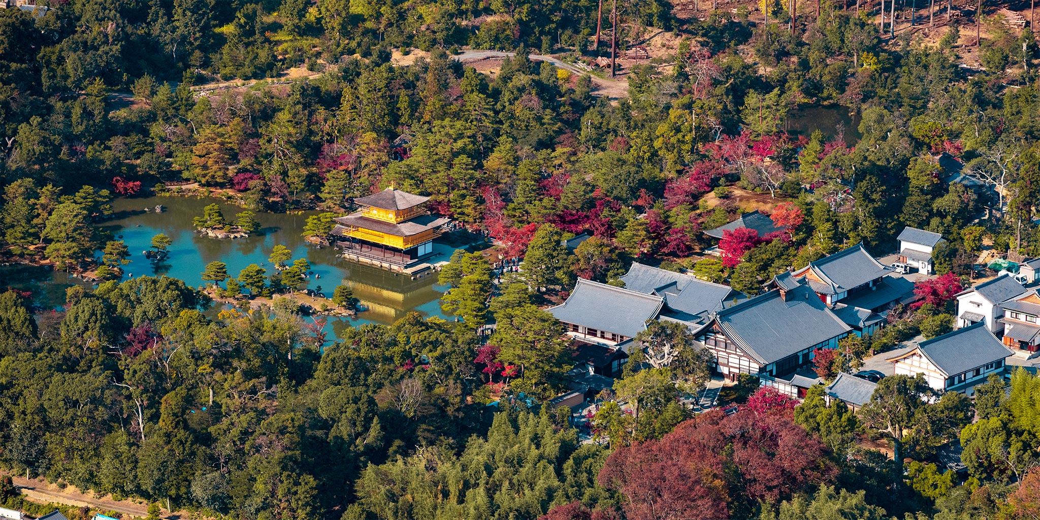 セスナで上空から見た金閣寺