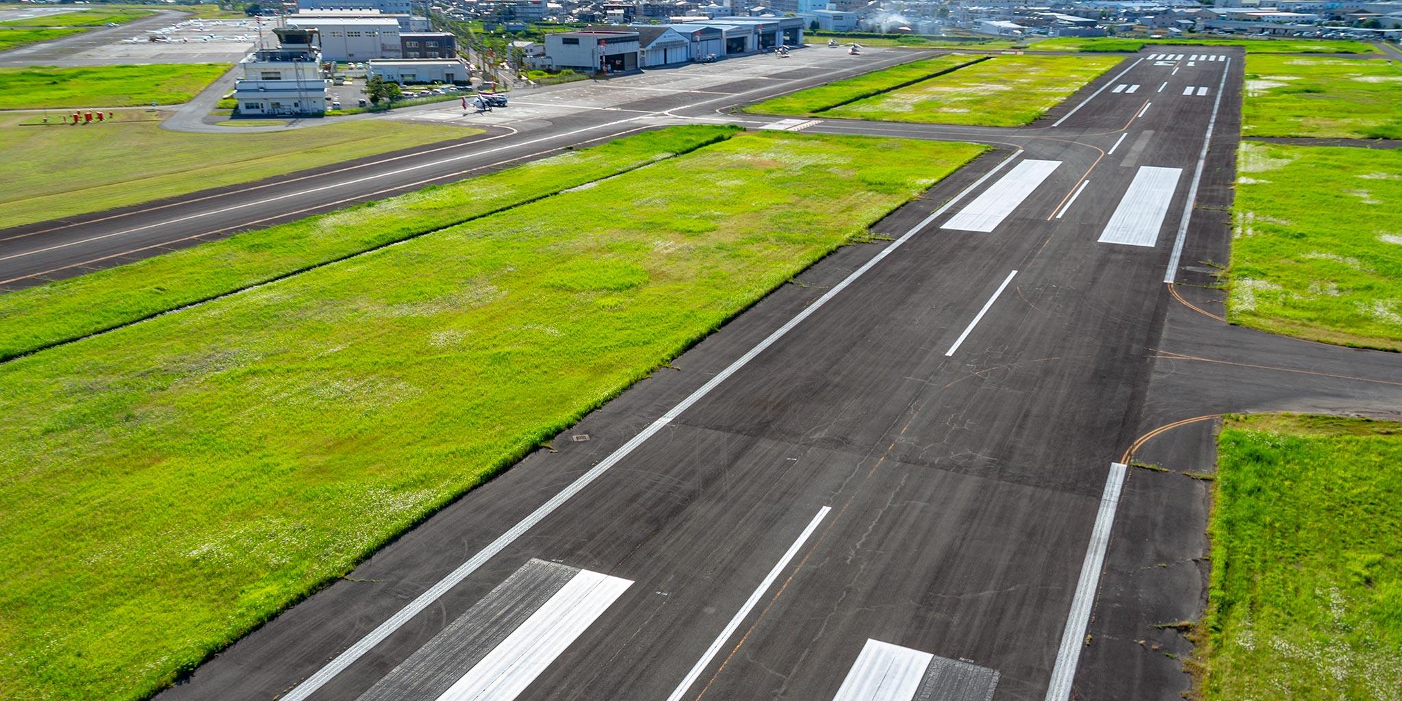 セスナで上空から見た八尾空港