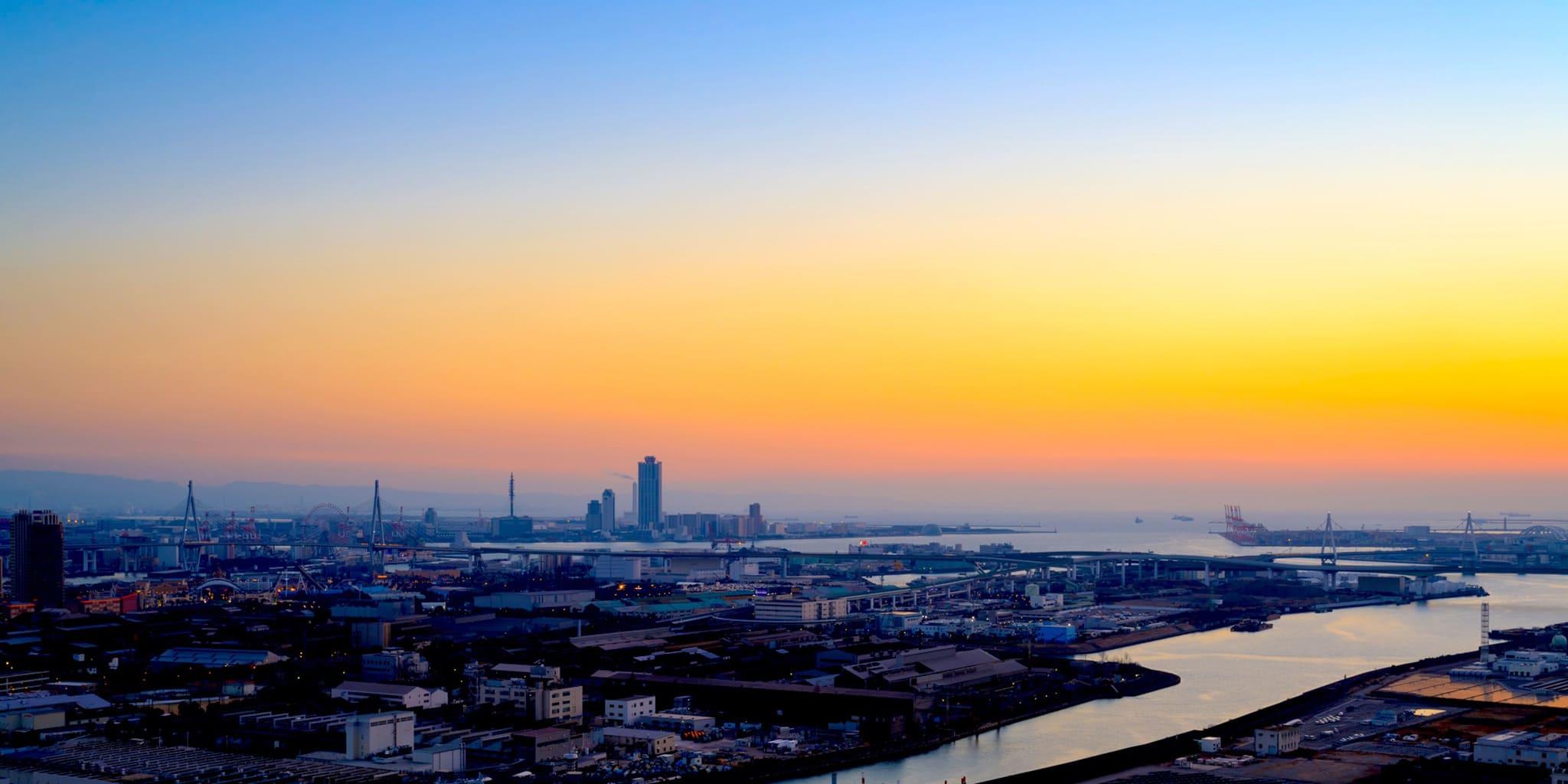 ヘリコプターで大阪上空から見る舞洲湾岸沿い