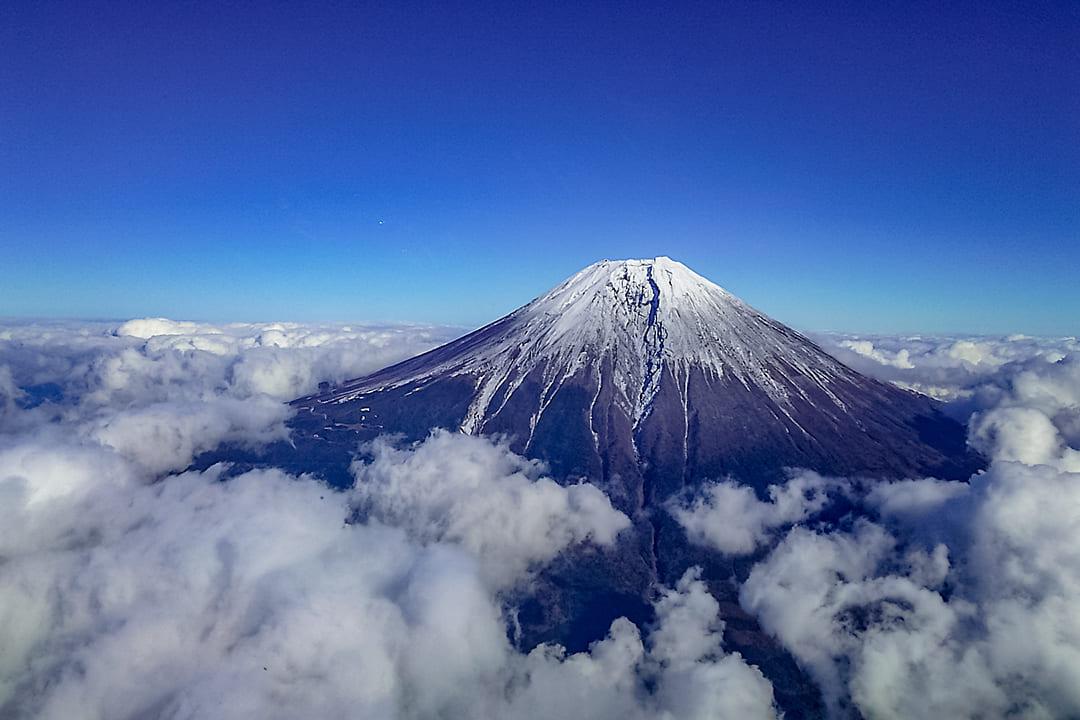 ヘリコプターで東京上空をフライトして見える富士山