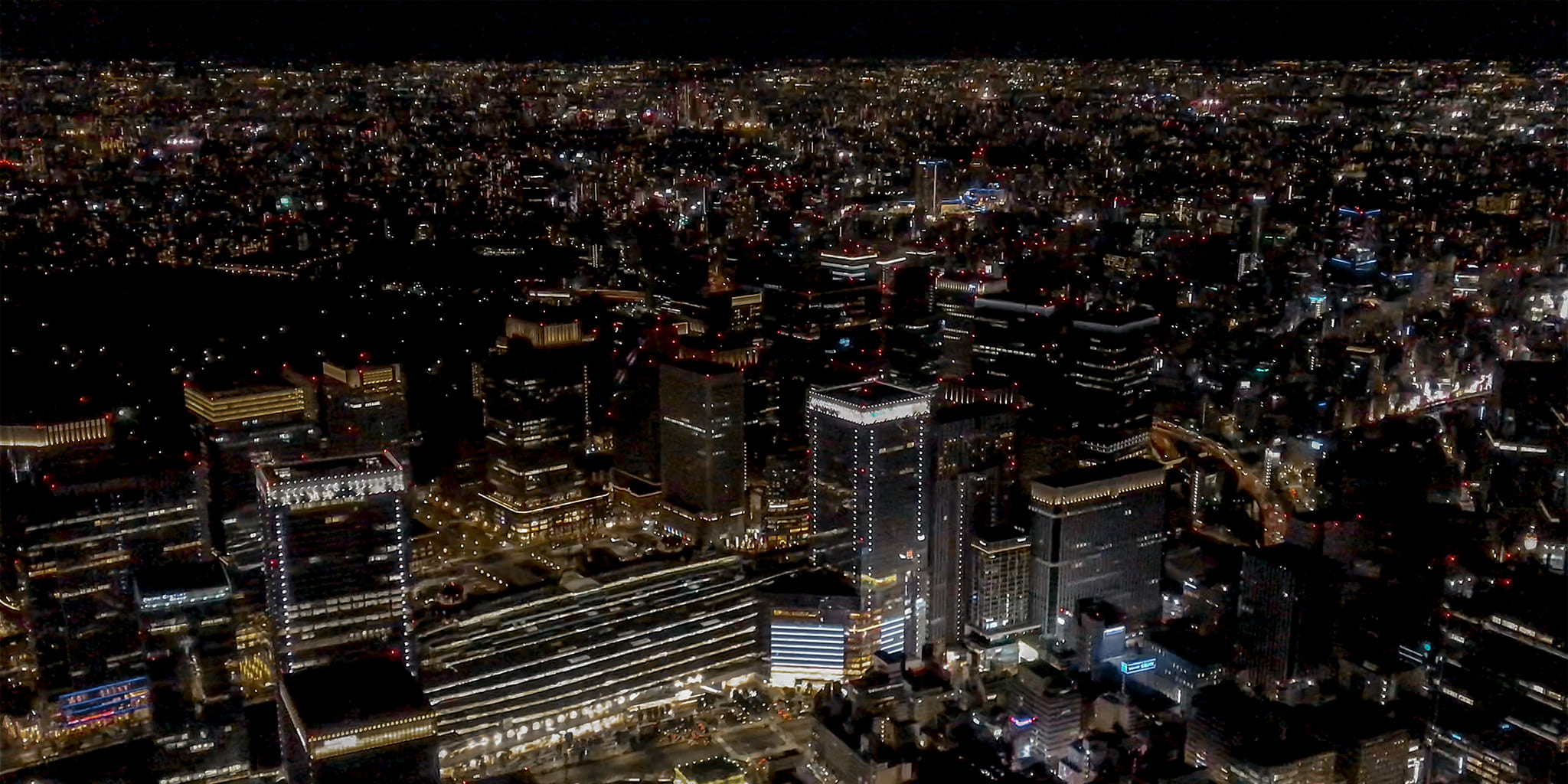 ヘリコプターで東京上空をフライトして見える東京駅