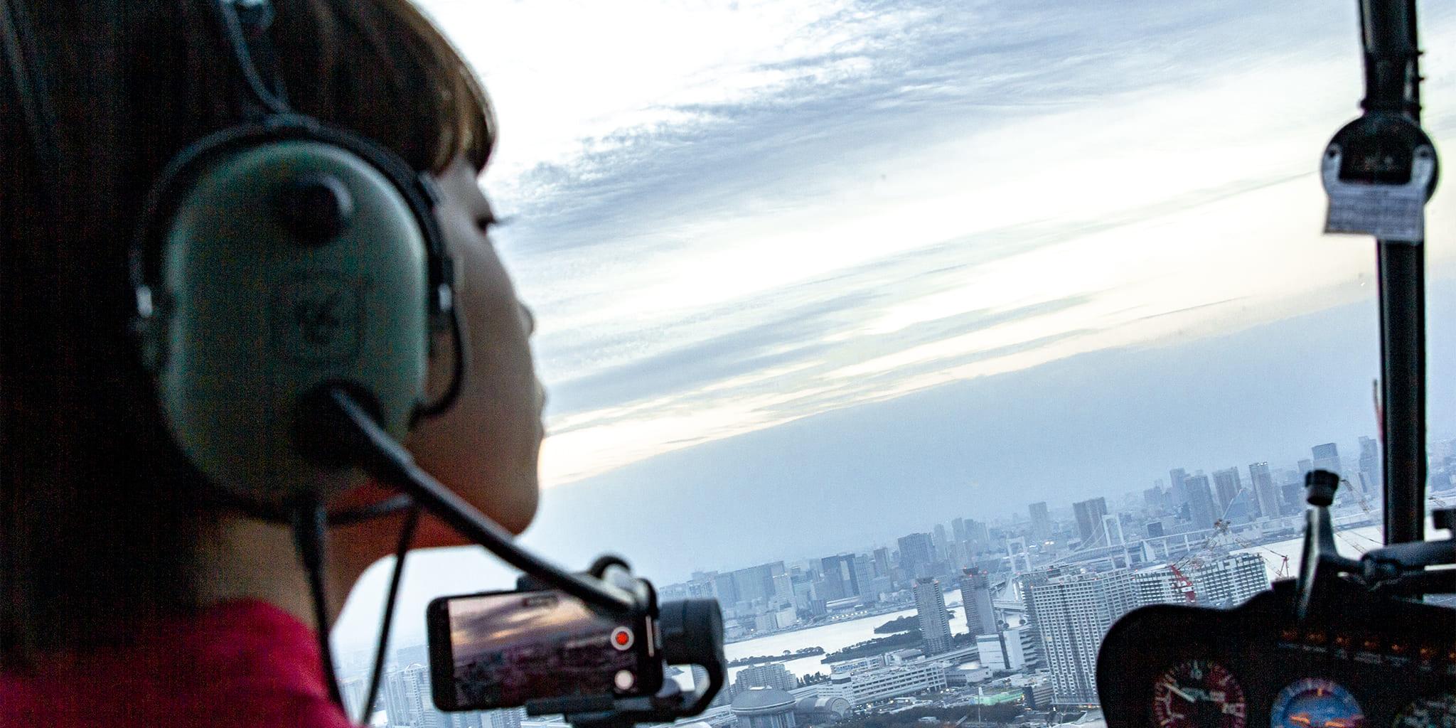 ヘリコプターで東京上空をフライトして見える有明