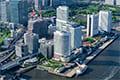 ヘリコプターで東京上空から見下ろす竹芝