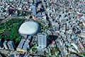 ヘリコプターで東京上空から見下ろす東京ドーム