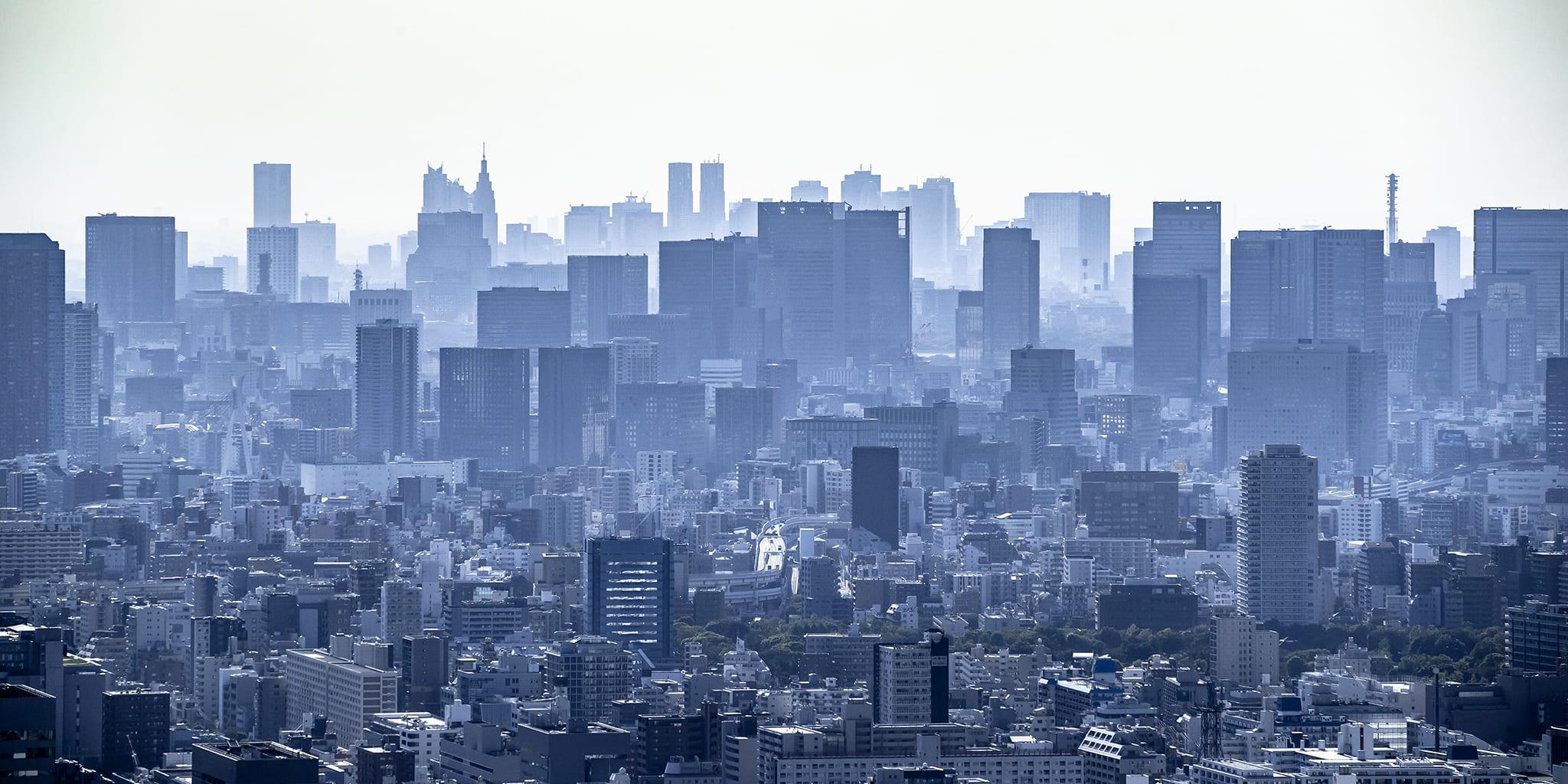 ヘリコプターで東京上空から見下ろす東京