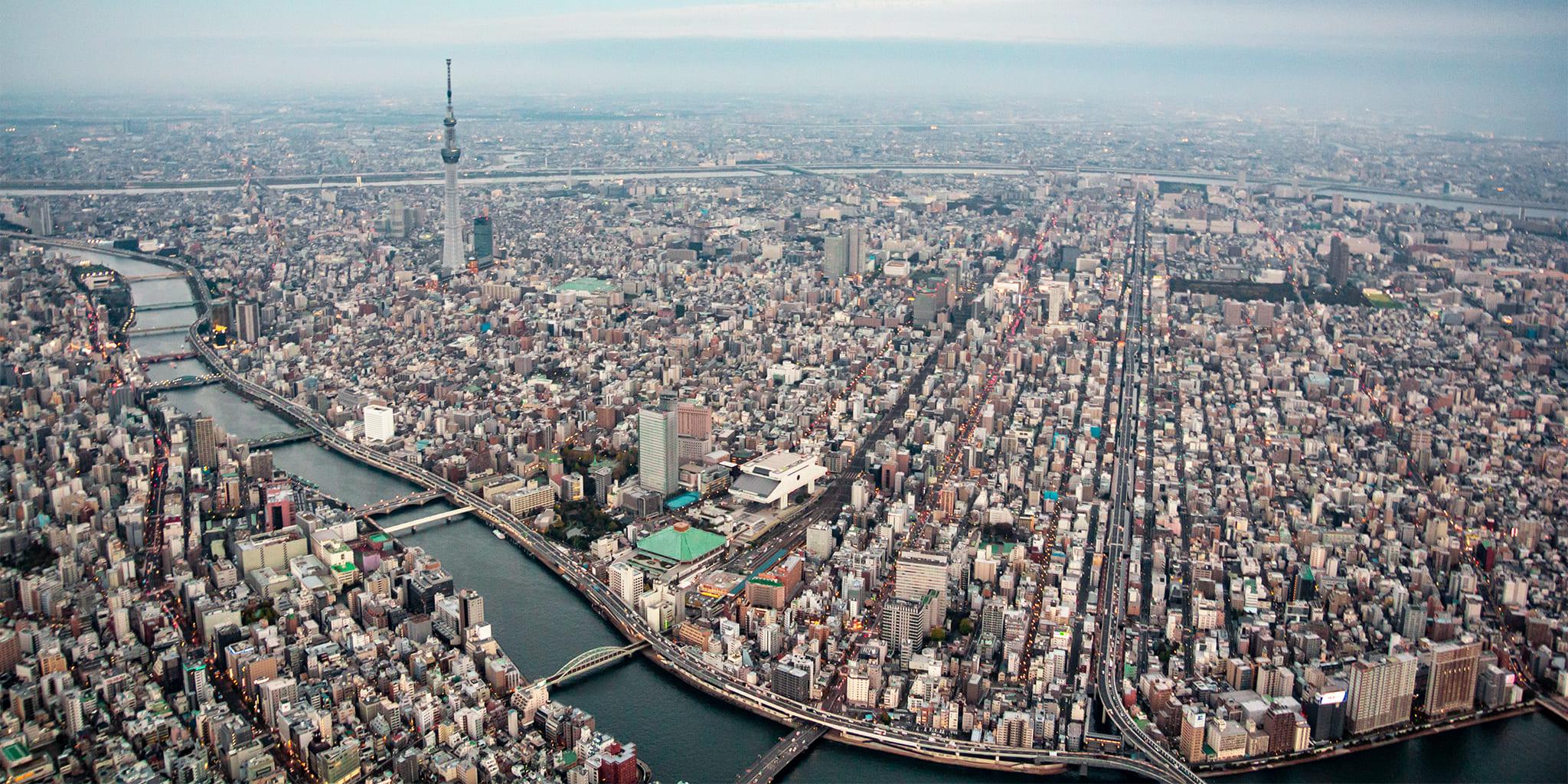 ヘリコプターで東京上空をフライトして見える両国