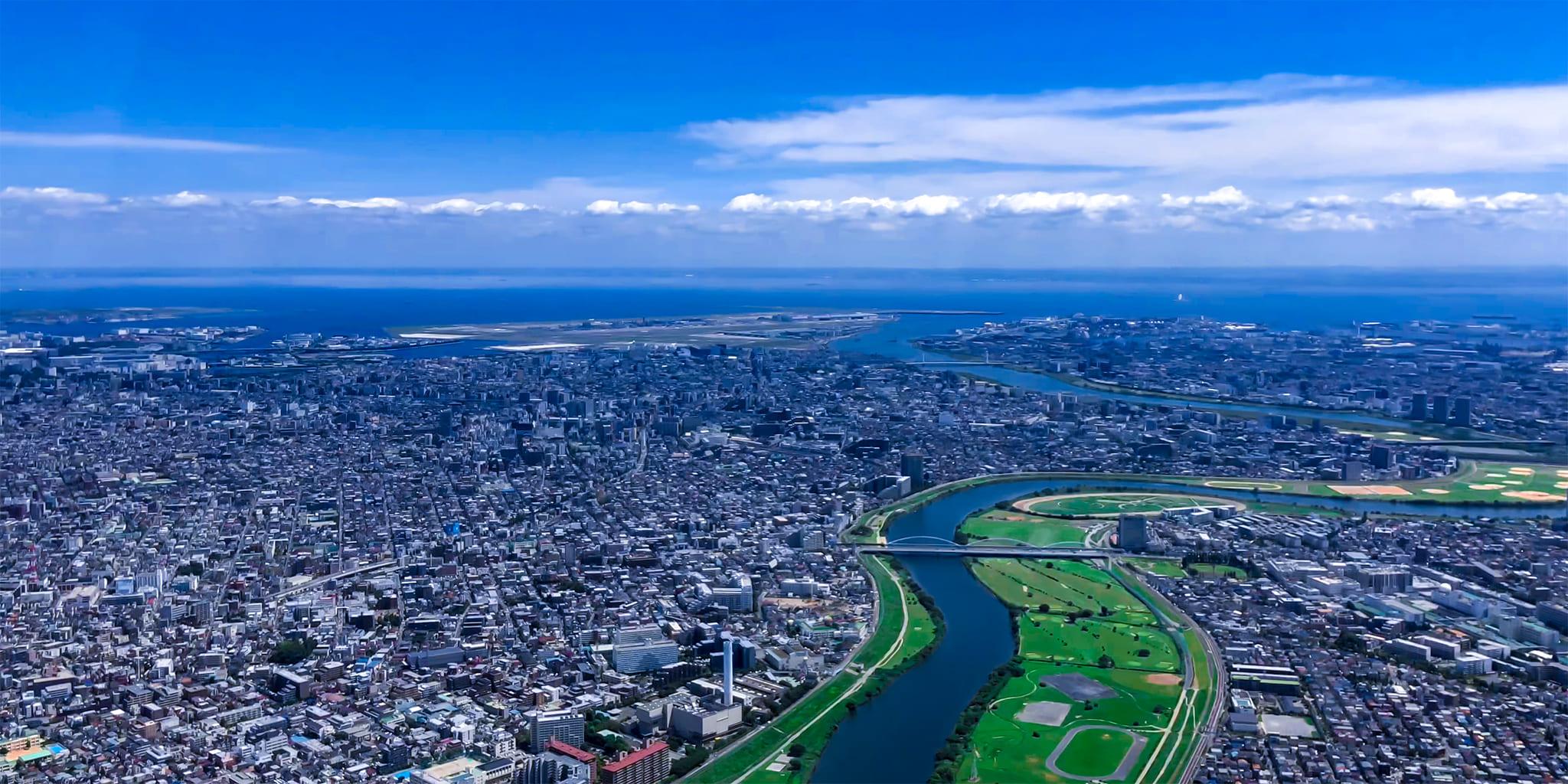ヘリコプターで東京上空をフライトして見える多摩川