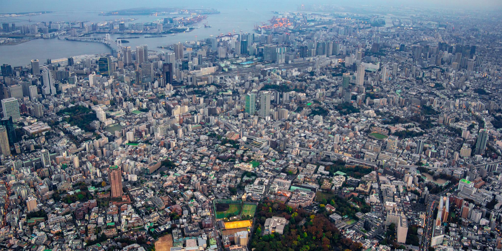 ヘリコプターで東京上空をフライトして見える麻布