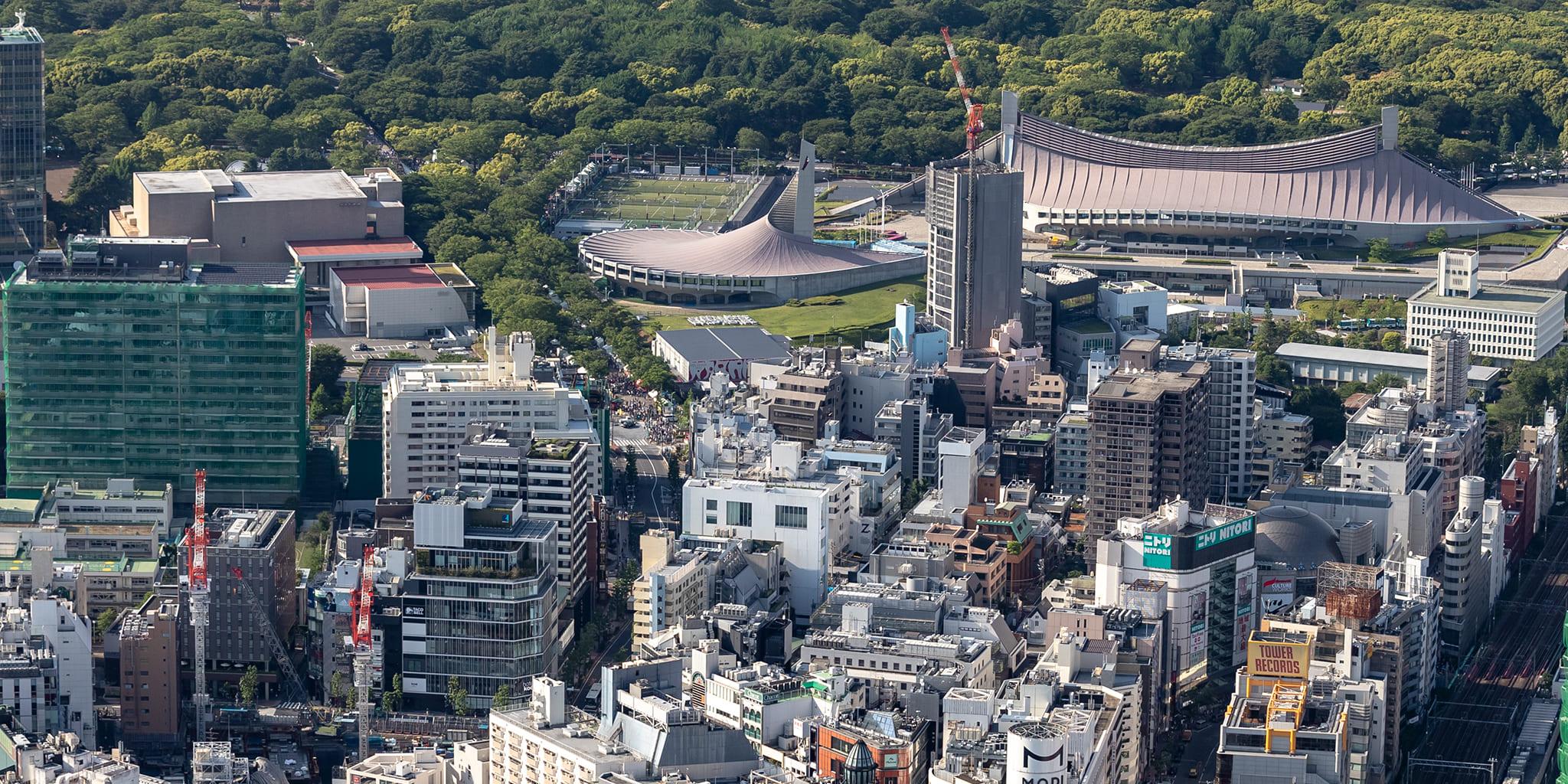 ヘリコプターで東京上空をフライトして見える代々木公園