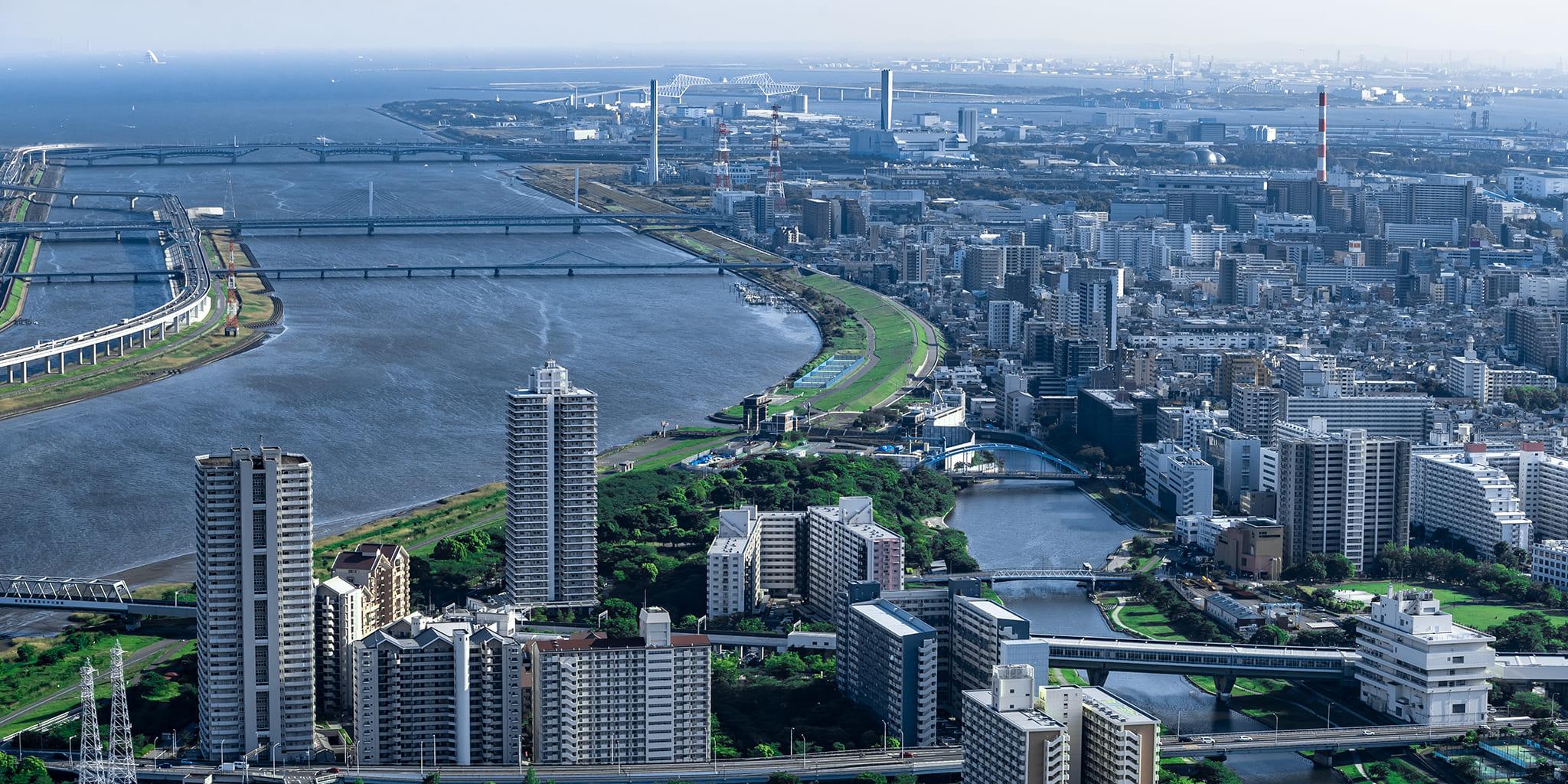 ヘリコプターで東京上空をフライトして見える荒川